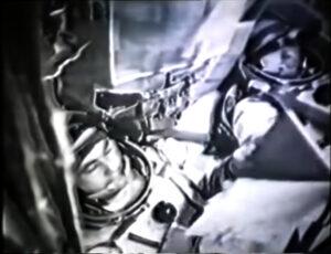 Záběr na Titova a Strekalova krátce před vypuknutím požáru rakety