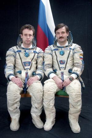 Posádka EO-28: (zleva) Zaljotin, Kaleri