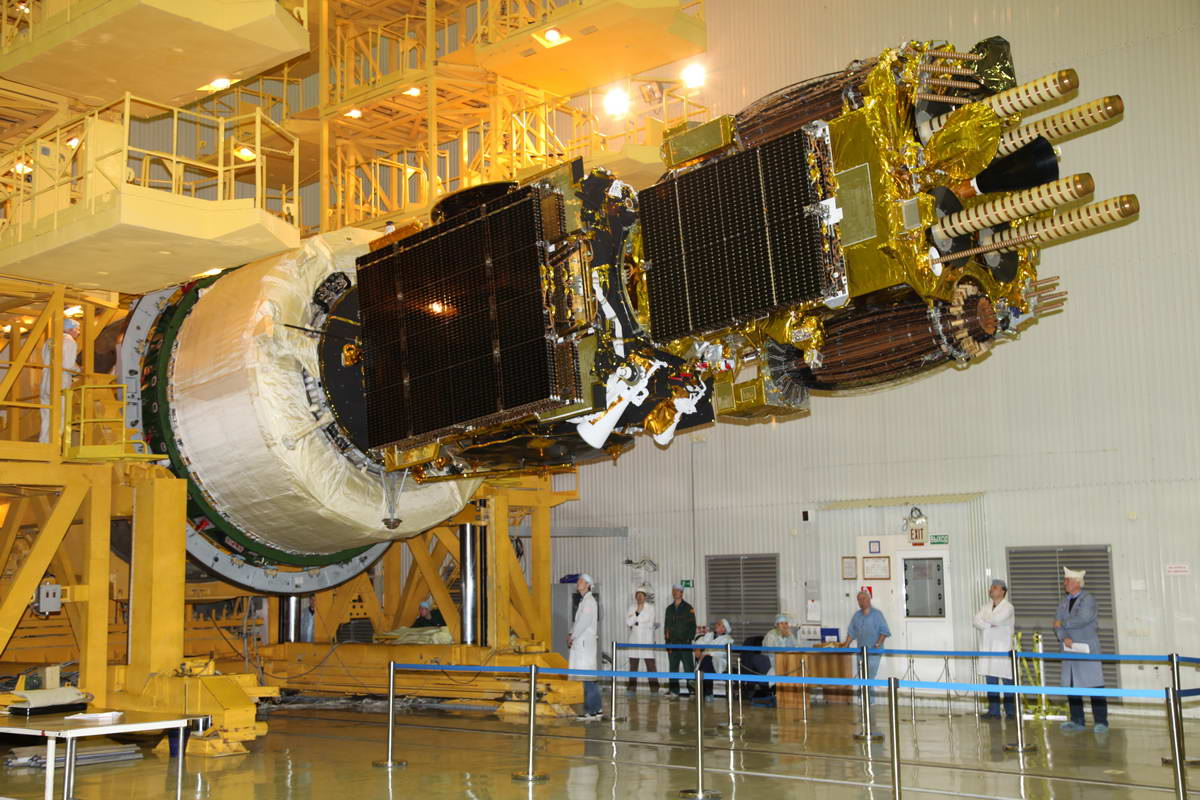 Stupeň Briz-M se satelity Luč-5A a Amos-5 (29.11.2011)