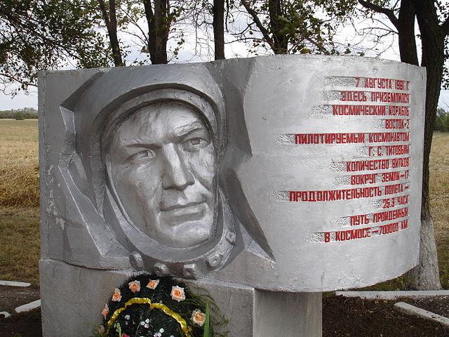 Památník na místě přistání Germana Titova