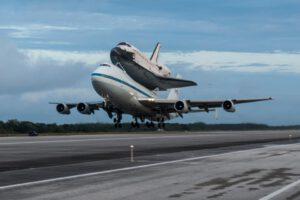 Raketoplán Endeavour na letounu SCA