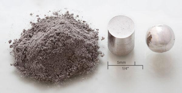Rhodium - V zemské kůře se nachází 0,001 mg rhodia na kilogram okolní horniny. Pro získání jednoho kilogramu čistého kovu je zapotřebí vytěžit 1 000 000 (jeden milion) tun horniny. To je pro lepší představu skoro 15 000 vagonů!