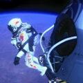 Felix Baumgartner vyráží k rekordnímu seskoku