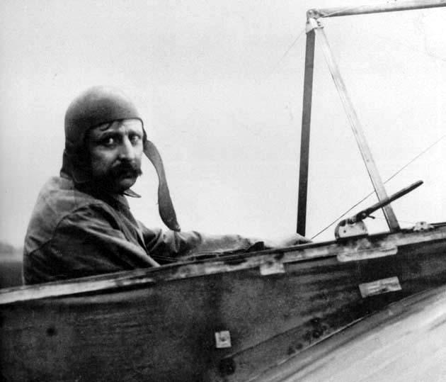 Louis Blériot, první člověk , který přeletěl kanál La Manche