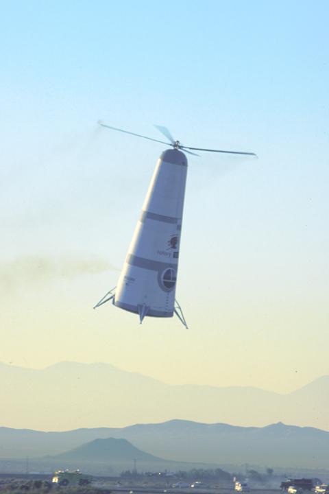 Roton Rocket při testu v atmosféře v druhé polovině roku 1999 vylétl do výšky 3 km odkud opět bezpečně klesl a přistál na letišti. (Mojave Airport)