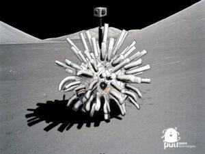 Víc než cokoliv jiného, připomíná lander dětské hopsací míčky Fluffy Ball, což mu neubírá na originalitě.