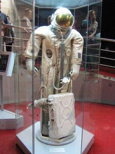 """Skafandr """"Jastreb"""" (Jestřáb), použitý při vycházce kosmonautů Sojuzu-5"""