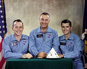 "Posádka mise AS-204, která smutně proslula pod názvem Apollo-1. Zleva Edward Higgins White II., Virgil Ivan ""Gus"" Grissom, Roger Bruce Chaffee."