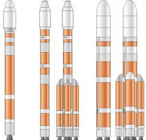 Různé varianty rakety Čchang čeng 5. Zleva Čchang čeng 200 - Čchang čeng 300 - Čchang čeng 340 - samostatného letu neschopný centrální blok rakety Čchang čeng 500 - Čchang čeng 520