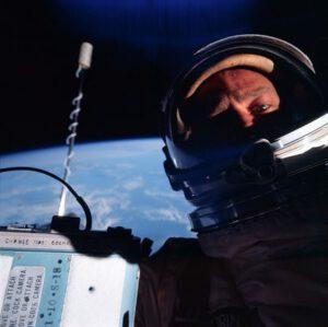 Krotitel EVA Buzz Aldrin během své úspěšné vycházky.