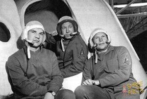 Původní posádka sojuzu-11: (zleva) Kubasov, Leonov, Kolodin