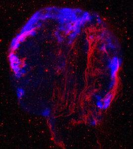 Rád bych tu předvedl efektní snímek vztahující se k dnešnímu tématu, a který by zároveň pocházel z představované sondy, ale toho se dočkáme později. Prozatím jsem si dovolil ze snímku zbytku výbuchu supernovy v souhvězdí Labutě pořízeného sondou Einstein a snímku téhož objektu pořízeného UV teleskopem GALEX vytvořit vlastní kompozici.