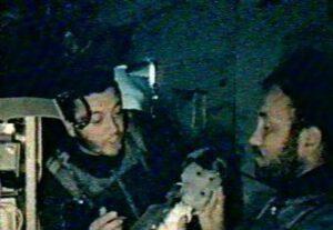 Volkov (vlevo) a Dobrovolskij na palubě Saljutu-1
