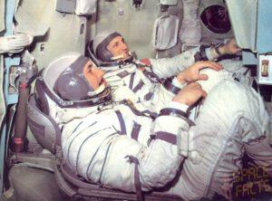 Posádka Sojuzu-21: Boris Volynov (vzadu) a Vitalij Žolobov