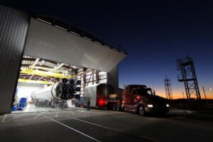 Přípravy rakety Falcon 9 na březnový start jsou v plném proudu