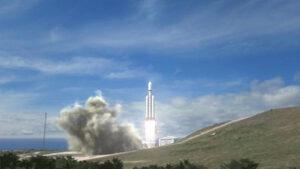 První oficiální vizualizace Falconu Heavy