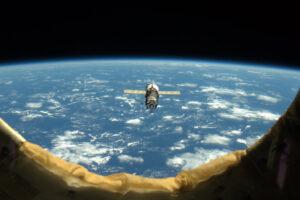 Progress M-18M se blíží k ISS. Ještě před šesti hodinami stál na pevné zemi na odpalovací rampě.