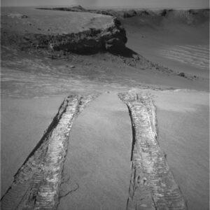 Koľaje vytvorené prio prvom vstupe do kráteru Victoria.