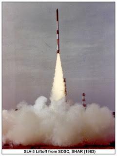 Indická raketa SLV pri štarte.