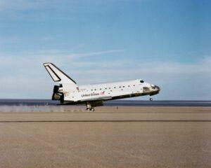 Přistání mise STS-27