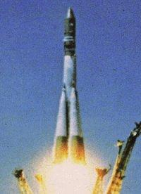 Raketa Sojuz tesne po štarte.