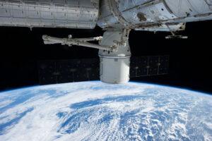 Dragon připojený u ISS - problémy se podařilo vyřešit