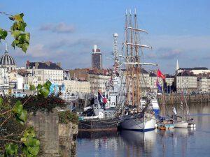 Přístav v Nantes- místo, kde Verne začal snít...