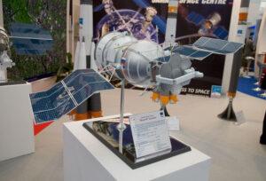 Model laboratoře Bion-M, zde je krásně vidět podobnost s loděmi Vostok.