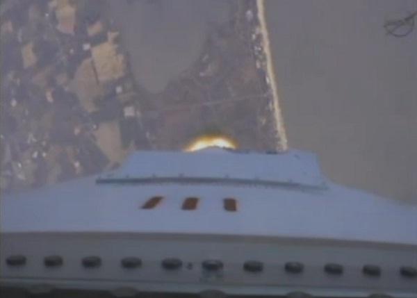 První stupeň hoří - pohled z těla rakety