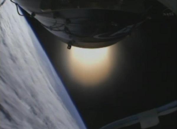A tohle už není animace - takhle vypadalo hoření druhého stupně při pohledu z rakety.