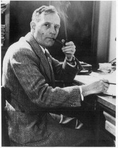 Edwin Powell Hubble se svou typickou dýmkou zdroj:oneminuteastronomer.com