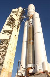 Raketa Titan-4 na odpaľovacej rampe.