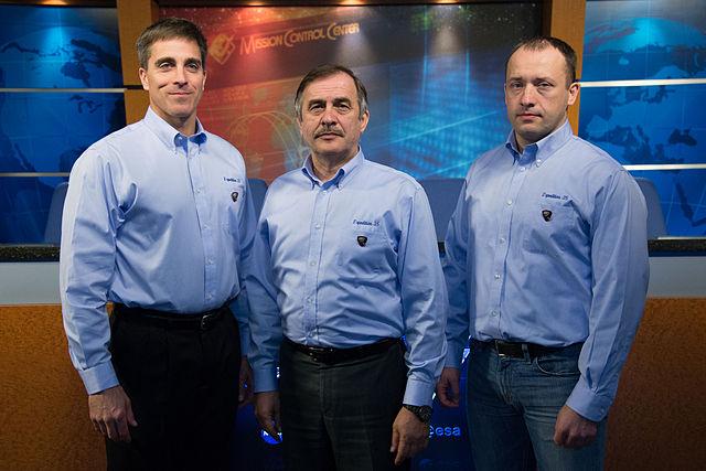 Posádka Sojuzu TMA-08M. Zleva: Christopher Cassidy - Pavel Vinogradov - Alexandr Misurkin