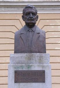 Pomník Hermana Obertha.