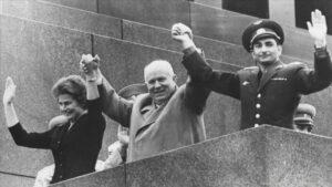 Chruščov si kosmické úspěchy SSSR velmi užíval- a vyžadoval stále nové