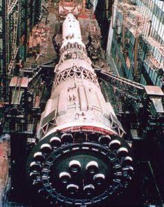 Tři desítky motorů v prvním stupni rakety N1 často nedokázal řídící systém KORD udržet na uzdě...