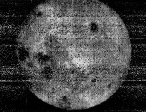 """""""Snímek století""""- odvrácená strana Měsíce, jak ji zachytila Luna-3"""