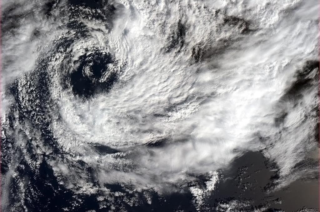Nepříliš velký cyklón u afrického pobřeží.