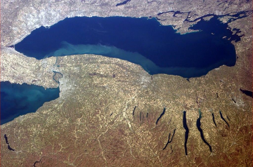 Jezero Ontario na kanadsko - americké hranici.