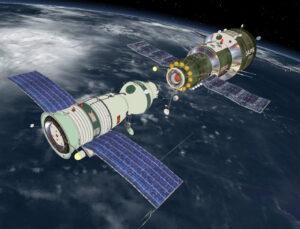 Ku stanici Saljut-1 sa pripája loď Sojuz.