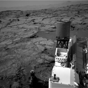 Jedna z prvních fotografií, zaslaných Curiosity po opětovném navázání spojení se Zemí.