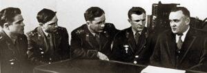 Kandidáti na kosmonauty při prvním setkání s Koroljovem