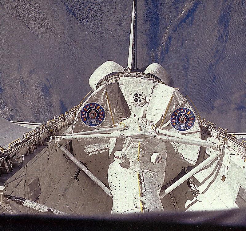 Známá fotografie hermetického modulu laboratoře s přechodovým tunelem pořízená z paluby Columbie během první mise STS-9.