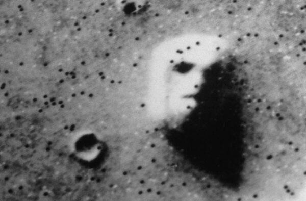 Fotografia, ktorá veľmi dlhú dobu miatla ľudí. Veľká tvár na Marse v oblasti Cydonia.