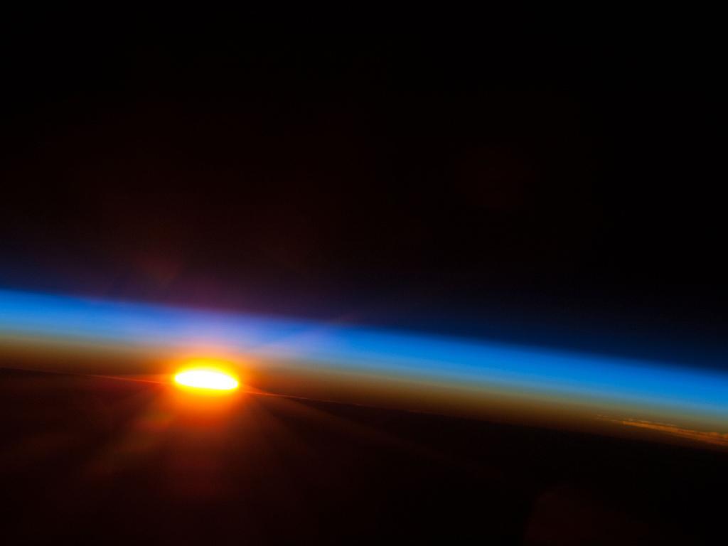 Východ Slunce nad jižním Pacifikem