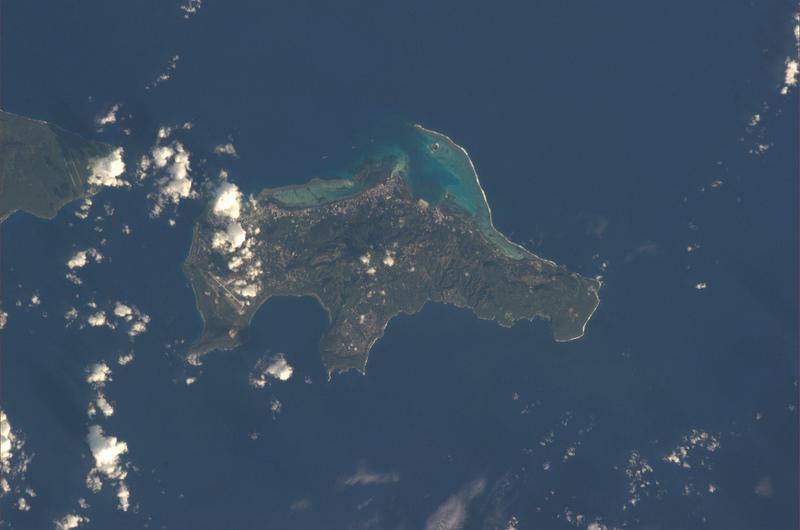 V západní části Pacifiku leží k USA volně přidružený stát Severní Mariany, který tvoří 16 ostrovů.