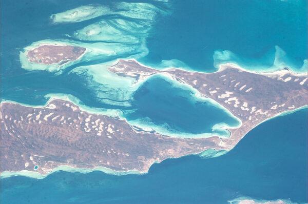 """Sám Luca nazval tento snímek jako """"50 shades of blue"""". Na fotce je pobřeží Austrálie."""
