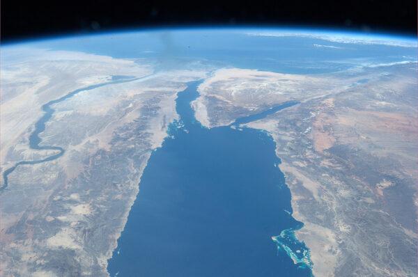 Sinajský poloostrov - vlevo je pěkně vidět kroutící se Nil