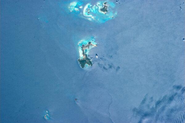 Malá část karibského souostroví Grenadiny.
