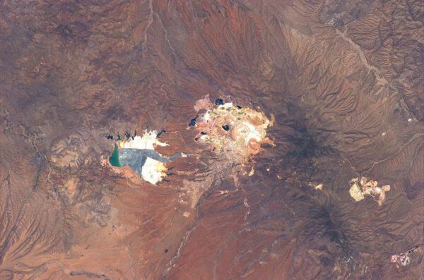 I tento snímek pochází z okolí mexického města Sonora - vidíme na něm důlní komplex.